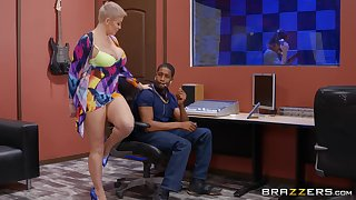 Mature with huge tits, inexact BBC pussy action to hand the studio