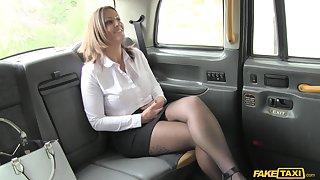 Balls deep fucking up the encircling of the taxi with MILF Tasha Hoiz