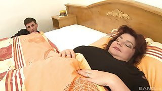 Yahra, an old lady fro floppy tits, enjoys a savory sexual escape