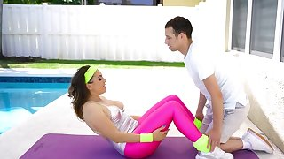 In lieu of of fitness Latina MILF copulates with young trainer