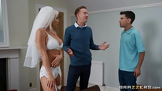 Sienna Old hat modern is between her strong friends by way of a deserted threesome
