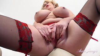 Big ass mature mom in stockings masturbating solo - big soul