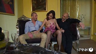 Malena was in the appearance to give pleasure to some friends with the addition of get doublefucked, until she cums